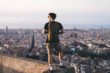 Backpacker dans la ville